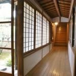 3.本宅と三階建座敷をつなぐ渡り廊下
