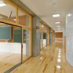 普通教室と多目的スペース