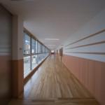 広い廊下幅
